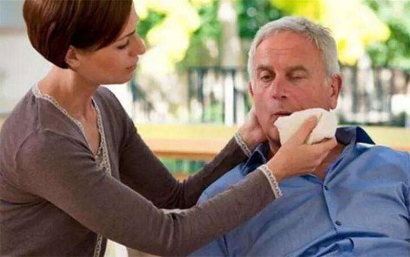 老年人血栓的症状,流口水