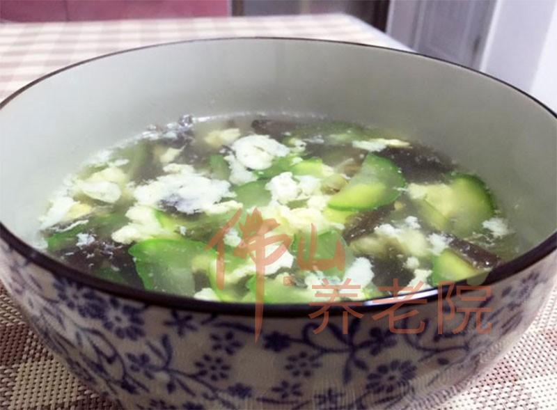 老人养生降脂汤水之紫菜黄瓜汤