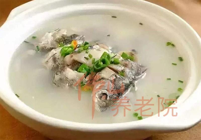老人养生降脂汤水之山鲤鱼汤
