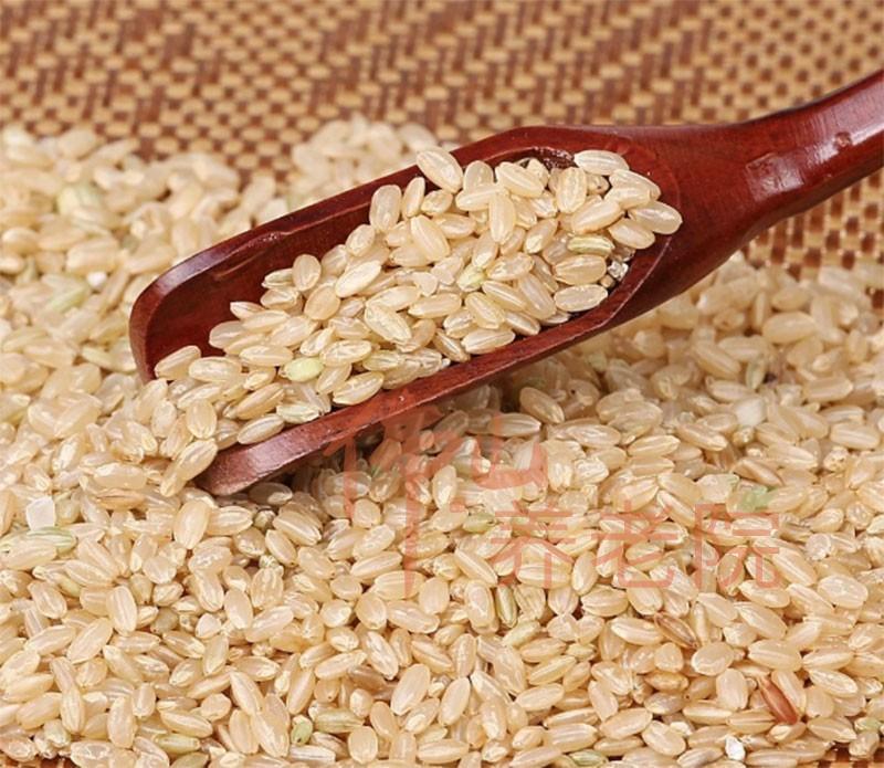 老人养生五谷杂粮之糙米